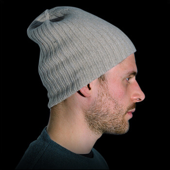 Man hats. Material: 95% cashmere (WS) and 5% other fibres (AF) or 100% cashmere (WS). Colour: grey. One size.