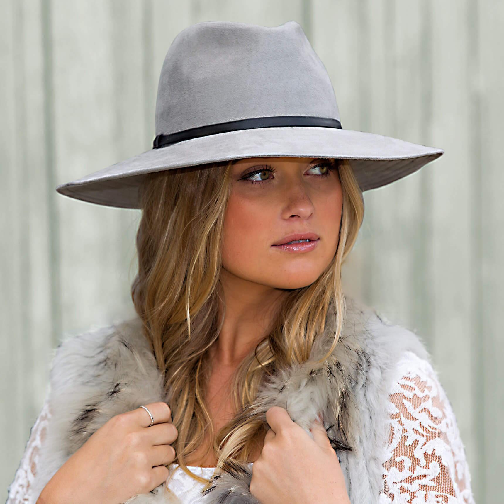 Celeste woman hat. Spot washable.