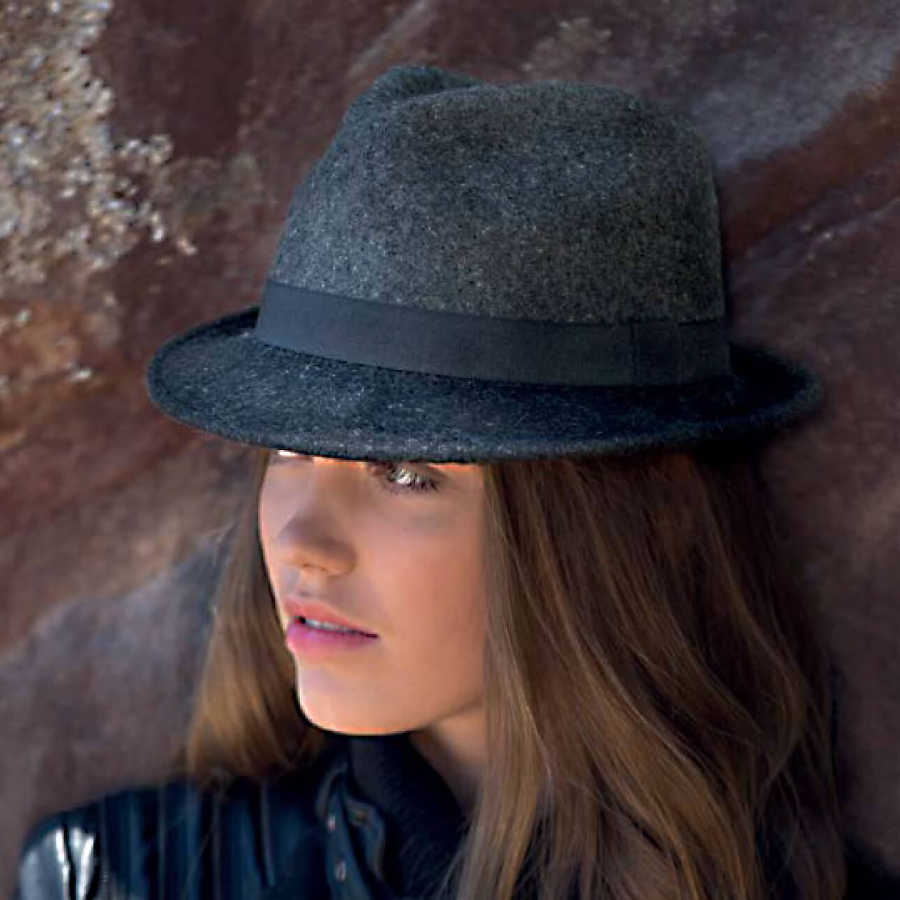 RL328 vespa lambswool trilby. High quality ladies two toned trilby, crafted from super soft lambswool, finished with a simple grosgrain ribbon headband.