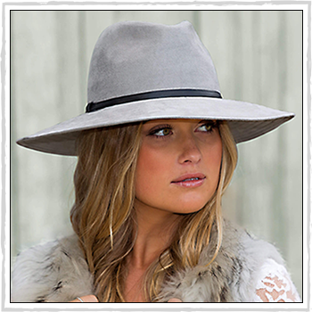 Celeste woman hat. Material: 100% suede / polyester.