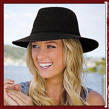 Woman hat -  Color black. Fibers: 100% polyester (PL)