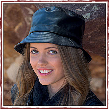 Woman hat - Color black. Material: faux leather.