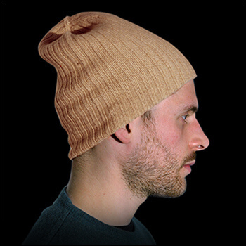 Man hats. Material: 95% cashmere (WS) and 5% other fibres (AF) or 100% cashmere (WS). Colour: beige. One size.