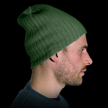 Man hats. Material: 95% cashmere (WS) and 5% other fibres (AF) or 100% cashmere (WS). Colour: green. One size.
