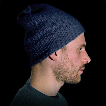 Man hats. Material: 95% cashmere (WS) and 5% other fibres (AF) or 100% cashmere (WS). Colour: jeans. One size.