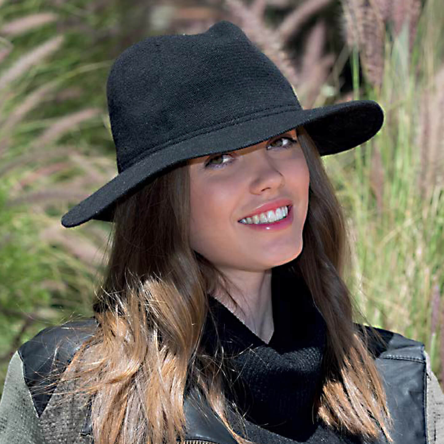 RL327 suzl lambswool fedora. High quality ladies two toned trilby, crafted from super soft lambswool, finished with a simple grosgrain ribbon headband.