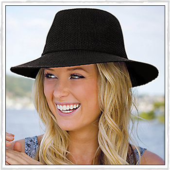 Gilly woman hat. Material: 100% polyester machine knitted.